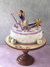 Гимнастка на торте