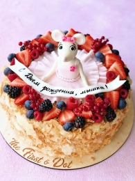 Мышь-балерина в ягодах