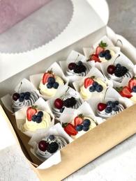 Набор капкейков с ягодами