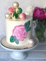 Торт с нарисованным цветком