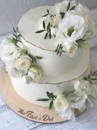 Торт с живыми цветами в белом цвете 2 яруса