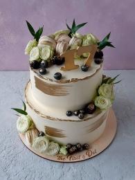 Торт с золотом и живыми цветами 2 яруса